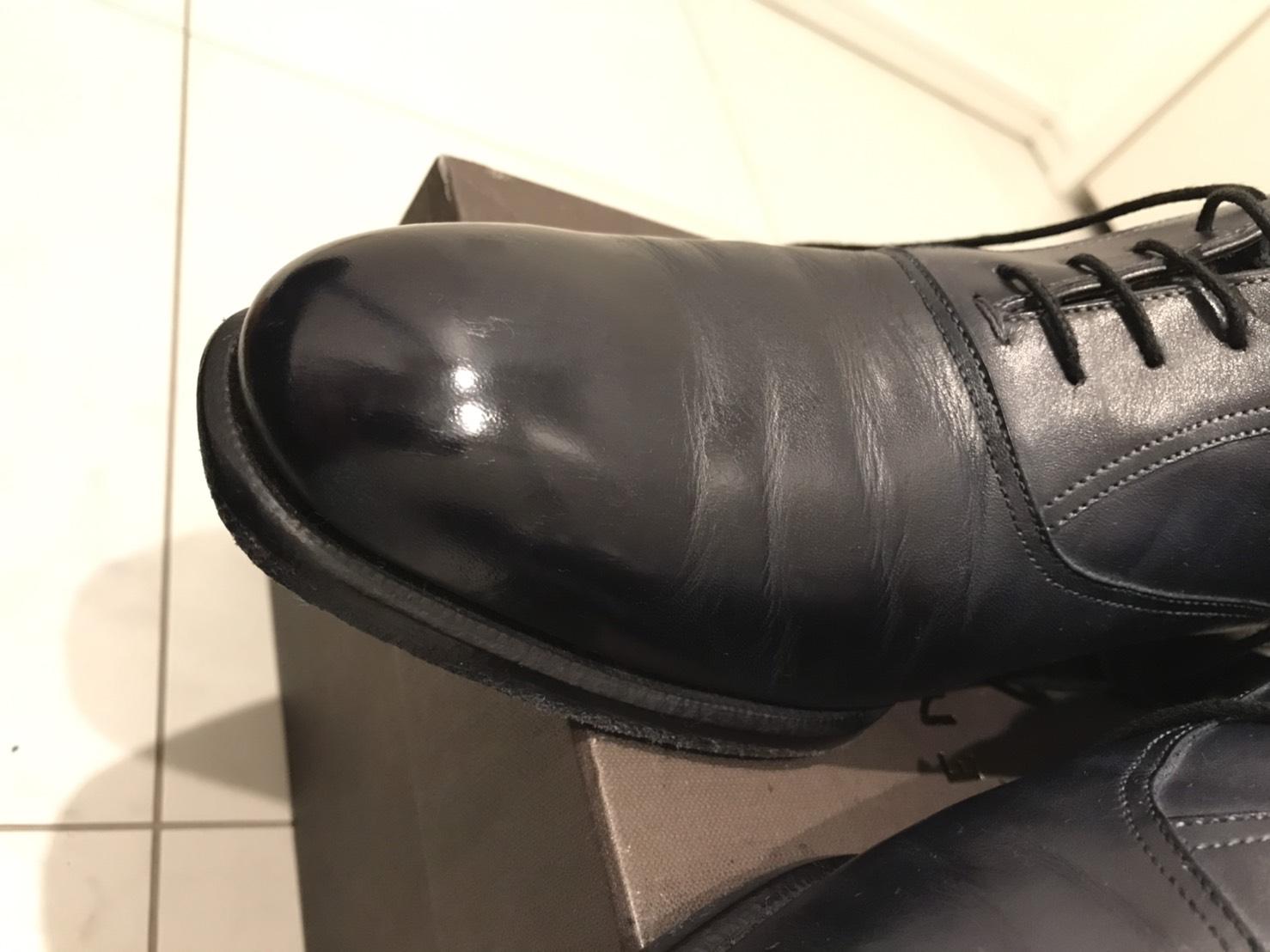 【靴磨き】アスファルトにこすってつま先がえぐれた革靴を直してみる